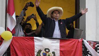 Pedro Castillo es aclamado por sus seguidores en Lima, Perú.