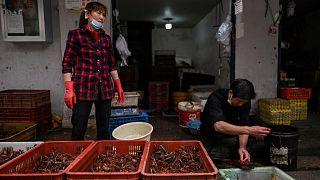 سوق في ووهان بمقاطعة هوبي بوسط الصين، 21 مايو 2020