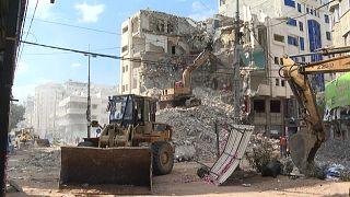 سكان غزة يعيدون تدوير مواد البناء من ركام المنازل والأبنية التي دمرتها إسرائيل