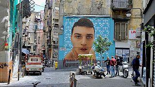 Egy áldozat, Ugo Russo a nápolyi falfestmények egyikén