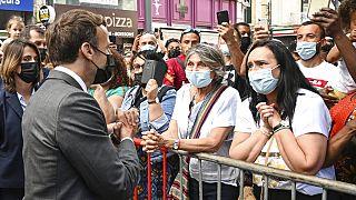 Ο Εμανουέλ Μακρόν μιλά με πολίτες στο Βαλάνς της νοτιοδυτικής Γαλλίας (8/6/2021)