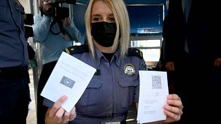 Проверка COVID-сертификатов на границе Хорватии и Словении