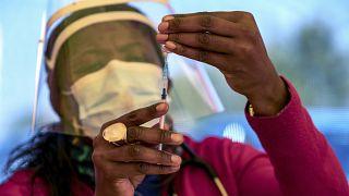 L'Ouganda suspend la vaccination contre la Covid-19