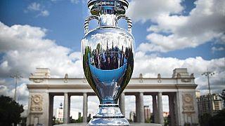 Die Trophäe der UEFA-Fußball-Europameisterschaft im Gorki-Park in Moskau, 24.05.2021
