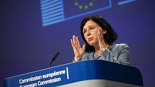 Vera Jourová, az Európai Bizottság alelnöke a Twitteren jelentette be az eljárás megindítását