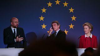 رئيسة المفوضية الأوروبية أورسولا فون دير لاين ورئيس البرلمان الأوروبي ديفيد ساسولي ورئيس المجلس الأوروبي شارل ميشال/ بروكسل ، الجمعة 31 يناير 2020