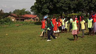 Ouganda : l'apprentissage du cricket pour aider les adolescents