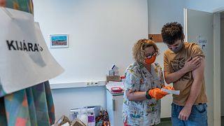 Oltás a Szputnyik V vakcina második adagjával az orosházi kórházban