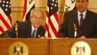 نجح بوش بتفادي الضربتين بسرعة هائلة