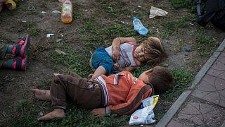 دو کودک در اروپا