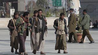 السعودية نيوز |      تحالف السعودية يعلق عملياته في اليمن لتسهيل المفاوضات والحوثيون يستعدون لإعادة فتح مطار صنعاء