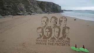 Activistas en Reino Unido llaman al acceso global a las vacunas