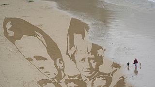 Τα πρόσωπα των ηγετών του G-7 σε σχέδιο στην άμμο, Κορνουάλη, Μ. Βρετανία