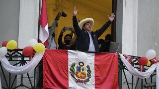 Arm gegen Reich in Peru: Marxist Castillo (51) wird wohl Präsident