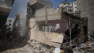 يرى محللون أن مصر تسعى الى تعزيز نفوذها في المنطقة من خلال تقديم 500 مليون دولار للمساهمة في إعادة إعمار قطاع غزة الذي دمرته حرب الأحد عشر يومًا