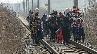 Grécia reforça vedação na fronteira com Turquia