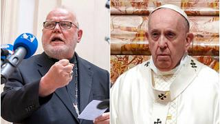 Alman Kardinal Reinhard Marx (solda) Papa Francis (sağda)