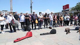 Müzik ve tiyatro emekçileri İstanbul'da eylem düzenledi