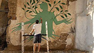 Fikos mistura Mitologia grega e iconografia bizantina com arte de rua