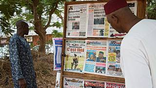"""Kiosque à journaux, ce vendredi 11 juin à Bamako (Mali), au lendemain de l'annonce par E. Macron de la fin de l'opération """"Barkhane""""."""