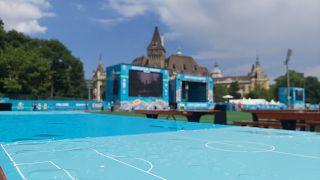 A Vajdahunyad-várral a háttérben akár egyszerre 11 ezren nézhetik óriáskivetítőkről a labdarúgó Európa-bajnokság mérkőzéseit.