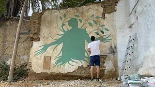 رسوم مستوحاة من الأساطير اليونانية على جدران نيقوسيا تضفي فرحاً بعد الجائحة
