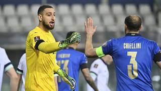 Gianluigi Donnarumma e Giorgio Chiellini si congratulano e durante la partita di calcio di qualificazione ai Mondiali 2022 gruppo c tra Italia e Irlanda del Nord