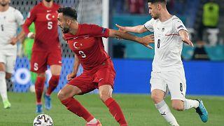 2021. június 11. - a török Kenan Karaman és az olasz Jorginho a római Olimpiai Stadionban
