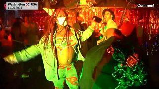 Jóvenes bailan en una discoteca de Washington, Estados Unidos