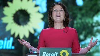 أنالينا بربوك، تلقي خطابًا بعد ترشيحها لمنصب مستشار الحزب للانتخابات الوطنية المقبلة في مؤتمر لحزب الخضر في برلين، ألمانيا، 12 يونيو 2021