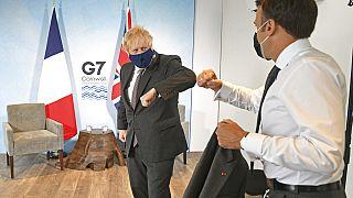 İngiltere Başbakanı Boris Johnson (solda) ve Fransa Cumhurbaşkanı Emmanuel Macron, G-7 Zirvesi'nde