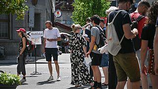 Oy kullanmayı bekleyen İsviçreliler