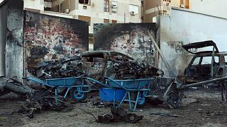 صورة للهجوم الذي تعرضت له السفارة المصرية في طرابلس عام 2014