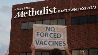 Απορρίφθηκε ομαδική προσφυγή μελών του προσωπικού νοσοκομείου του Χιούστον εναντίον του υποχρεωτικού εμβολιασμού τους για την COVID-19