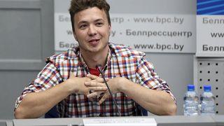 اليوم الصحفي البلاروسي المنشق رامان خلال مؤتمر صحفي في مينسك. 2021/06/14