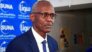 يعقد وزير الري والموارد المائية السوداني ياسر عباس مؤتمرا صحفيا في العاصمة السودانية الخرطوم، 14 يونيو 2021