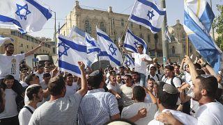 إسرائيليون يلوحون بالأعلام في القدس