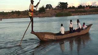 Mozambique: Canoe rides to campus for underprivileged schoolchildren