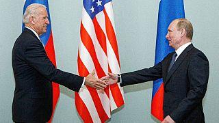 دیدار پوتین و بایدن در سال ۲۰۱۱، زمانی که بایدن معاون اوباما بود و پوتین هم نخست وزیر روسیه