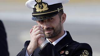 28 maggio 2016: Salvatore Girone saluta i giornalisti rientrando in Italia