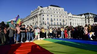 Демонстрация в поддержку ЛГБТ-сообщества в Будапеште.
