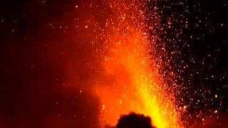 Ночное извержение Этны - яркое зрелище