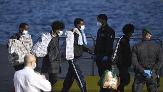 Migranti sbarcati a Lampedusa.