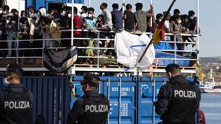 Migrantes não param de chegar a Lampedusa