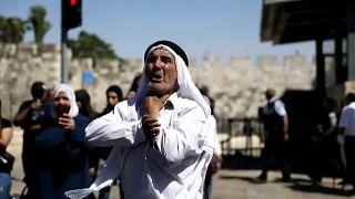 مسنّ فلسطيني يهتف للمسجد الأقصى أثناء مسيرة الأعلام التي نظمهاا المستوطنون الإسرائيليون في القدس 15 ينويز حزيران 2021