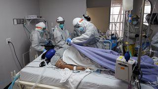 وفاة مريض متأثرا بإصابته بفيروس كورونا في الولايات المتحدة