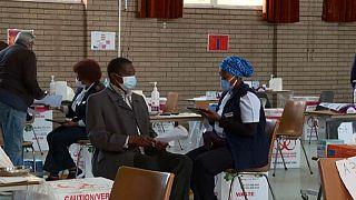 Covid-19 : l'Afrique du Sud renforce les mesures contre une 3e vague
