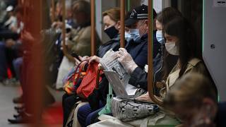 Пассажиры в масках в московском метро