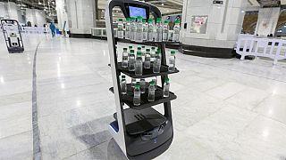 Robot-distributeur d'eau sacrée à la Mecque (Arabie Saoudite), le 15/06/2021