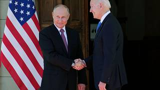 Biden und Putin: Der erste Handschlag